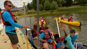 départ-jeunes-en-canoe