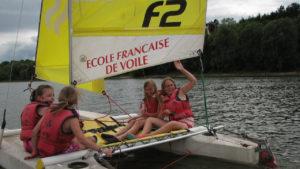 ecole-filles-en-catamaran